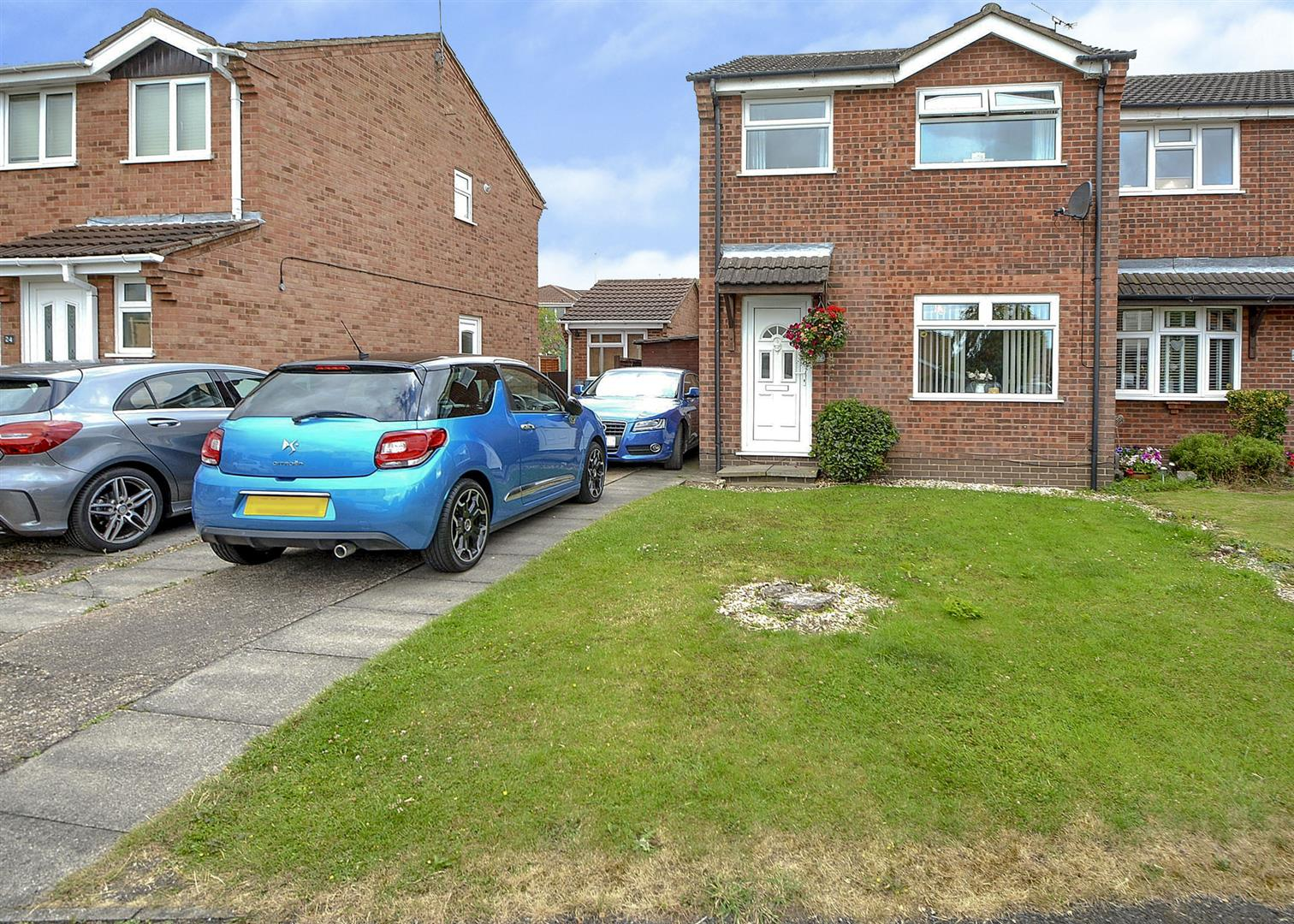 3 Bedrooms Semi Detached House for sale in Bakewell Road, Long Eaton